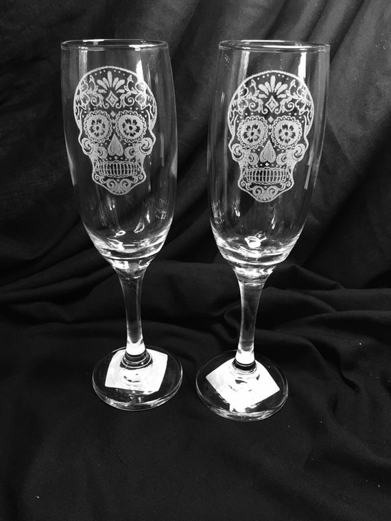 SUGAR SKULL set, pair champagne flutes glasses x2 hand engraved - etched wedding, gift dia de los muertos / day of the dead