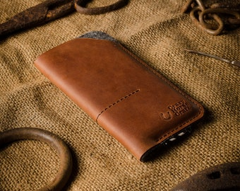 iPhone 13 / 12 case, wallet with cardholder, iPhone 13 Pro, 12 Pro sleeve, Wool felt cover, brown Crazy Horse leather 2021 iPhone 13 Pro Max