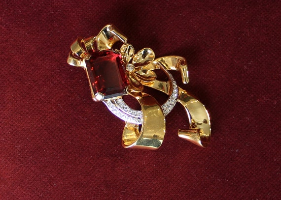 Beautiful 1940s Brooch
