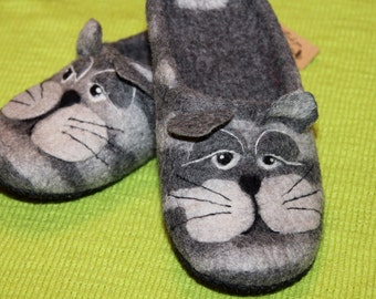 Felted slippers Super cat