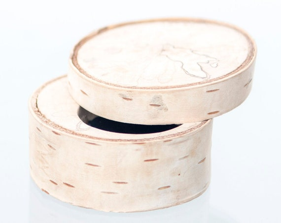 Personalized birch box for engagement ring. Original and unique eco-friendly ring box. Handcrafted in Montreal