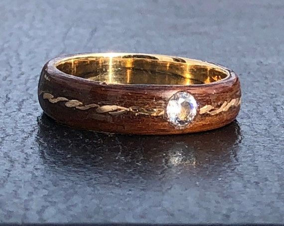 Wood wedding anniversary ring with diamond - A wood and 18k gold band handmade in Montréal - A personalized love ring