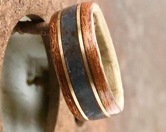 Mahogany wood and gold gemstone wedding ring - A blue lapis men wedding band - Handcrafted in Montréal