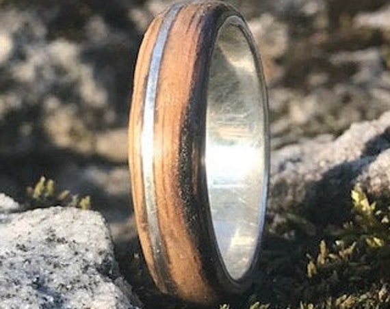 Whiskey barrel and silver ring, Smokey Edge Valentine's day gift. 925 silver men engagement ring. Bourbon Barrel ring handmade in Montréal