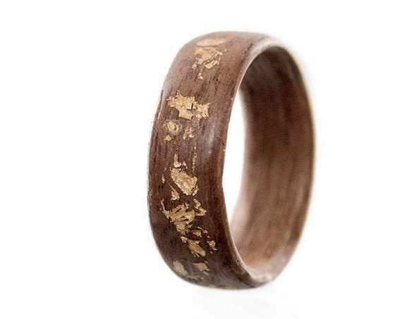 Recycled wood and gold leaves wedding ring - A men wedding band made of Canada's walmut wood - Handcrafted in Montréal