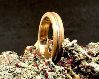 Whiskey barrel and gold ring, original gift for Christmas - A solid gold men engagement ring -  A Bourbon Barrel ring handmade in Montréal
