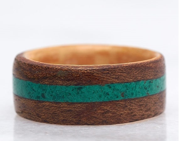 Wooden wedding 5th anniversary ring with green malachite - A precious stone and wood ring handmade in Montréal - A personalized love ring