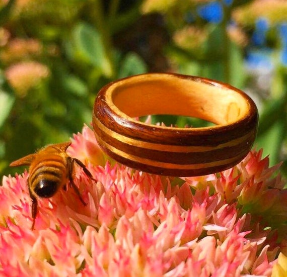 Gold and recycled wood wedding ring - A loving wedding band made of Canada's maple sugar - Handcrafted in Montréal