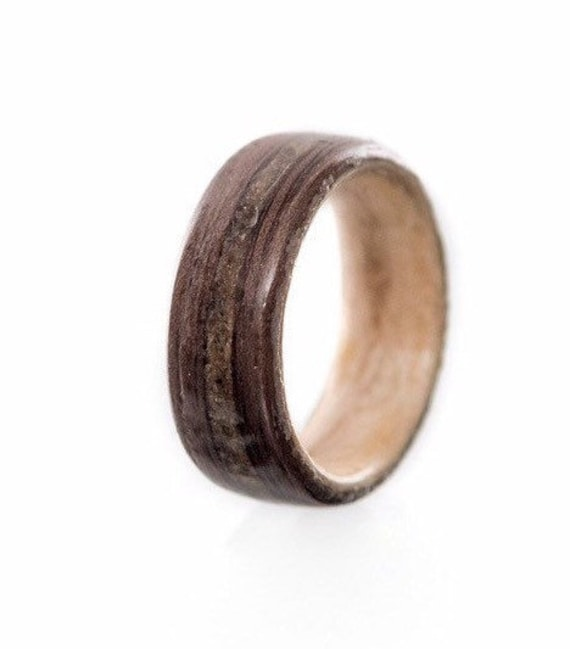 Wood wedding anniversary ring inlaid with concrete from Old Port of Montreal - A wood band handmade in Montréal - A personalized love ring