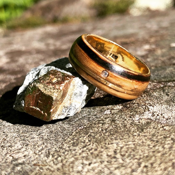Authentic whiskey wood ring with diamond inlay - Solid 18K gold ring with oak wood -  A whiskey barrel wedding ring handmade in Canada