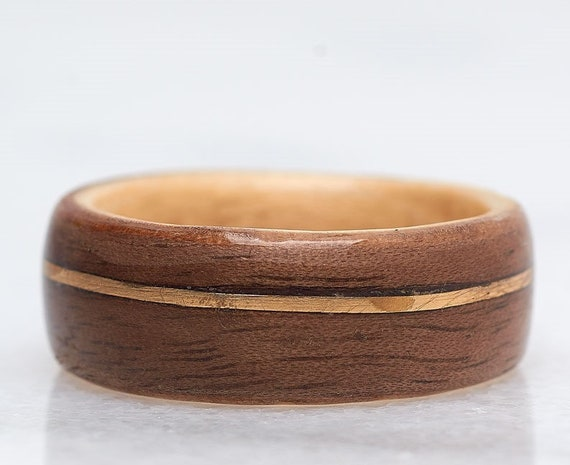 Recycled wood and gold wedding ring - A men wedding band made of Canada's maple sugar - Handcrafted in Montréal