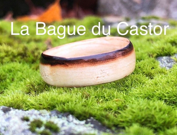 Engagement ring in old wood from a Canadian beaver dam - Handcrafted ring made in Montreal - Ideal for a gift