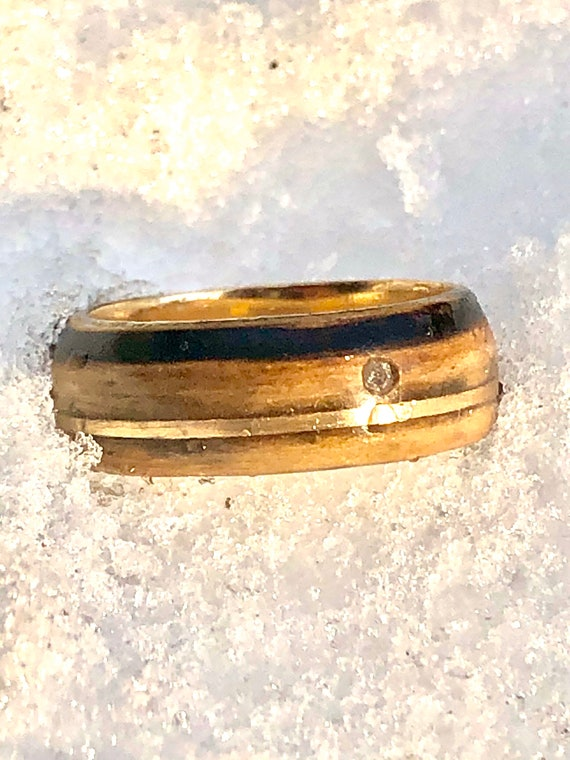 Whiskey barrel wood ring with gold and diamond inlay - Solid 18K gold ring with oak wood -  A whiskey barrel wedding ring handmade in Canada