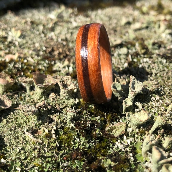 Chocolate Wooden wedding ring - Recycled maple sugar wood ring with real caco from Canada - Personalized love ring - Handcrafted in Montréal