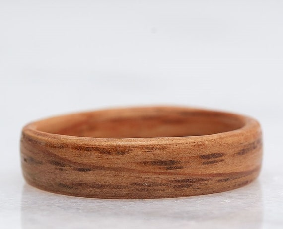 Wood Wedding Band, Oak wood wedding anniversary ring - Minimalist recycled walnut wood ring from Canada - Handcrafted in Montréal