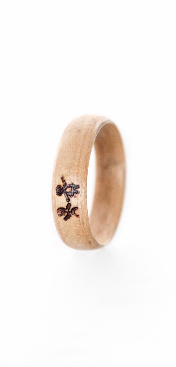 Engraved canadian maple sugar wedding ring - A minimalist  wedding ring with pyrography - Handcrafted in Montréal