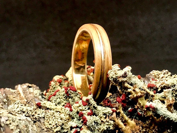 Gold and whiskey wood ring - A solid 18K gold ring men with oak wood -  A whiskey barrel wedding ring handmade in Canada