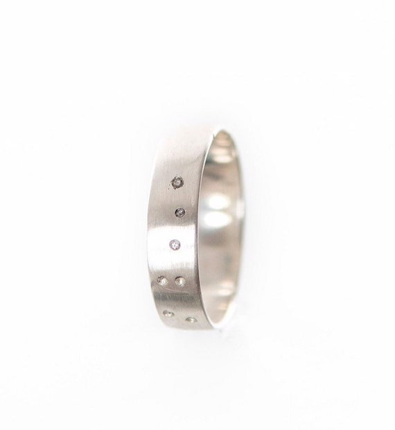 Constellation silver ring inlaid with 7 naturals diamonds - A silver promise ring to personalized - Handmade in Canada