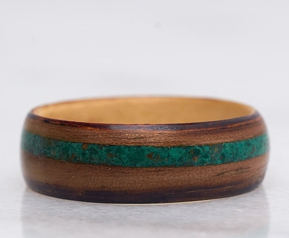 Recycled wood and green gemstone wedding ring - A green malachite men engagement ring - Handcrafted in Montréal