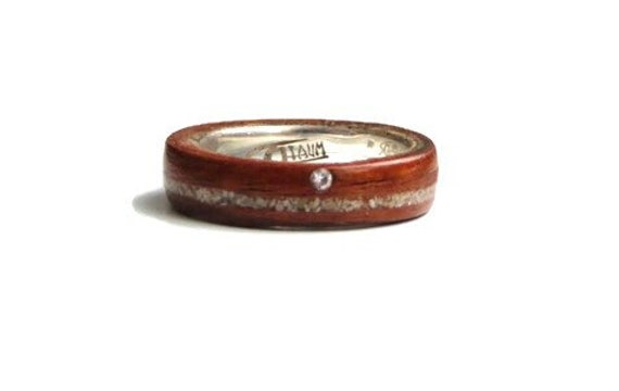 Wood wedding anniversary ring with simple diamond - A diamond and  wood band handmade in Montréal - A personalized love ring