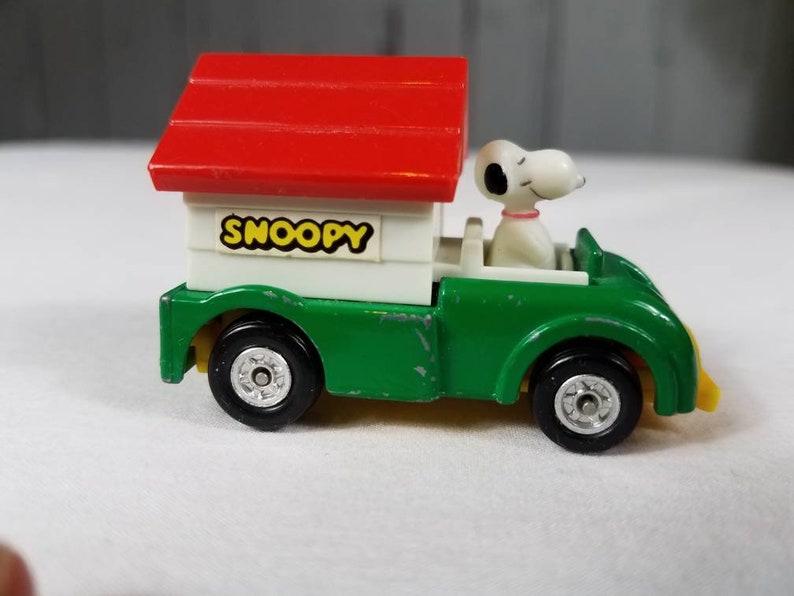 Jahrgang Aviva Erdnüsse Snoopy Kunststoff Hundehaus Auf Diecast Auto Keine C24 1966