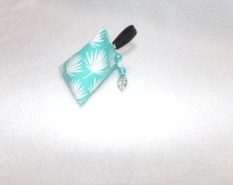 Key ring motif green bean leaves