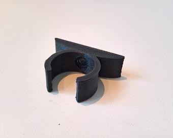Wall clip, vertical holder