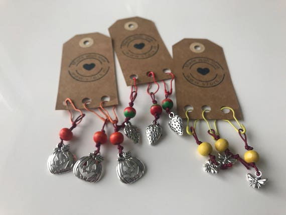 3 nature inspired stitch markers. With pumpkin, strawberry or bee charms and matching bulb safety pins.