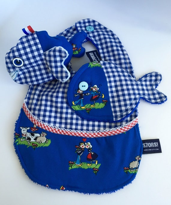 Outlet! -40% Holland themed 3-piece new born gift set. Bib, wash cloth and sensory stuffed toy fish with labels and super soft fins.