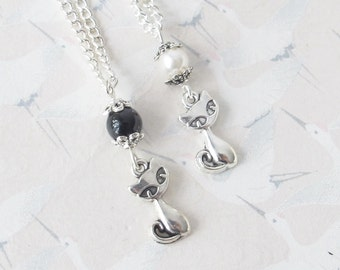 Cat necklace and black or white  pearl, cat jewelry, kitten jewelry, child necklace, little cat, cat, gift for her