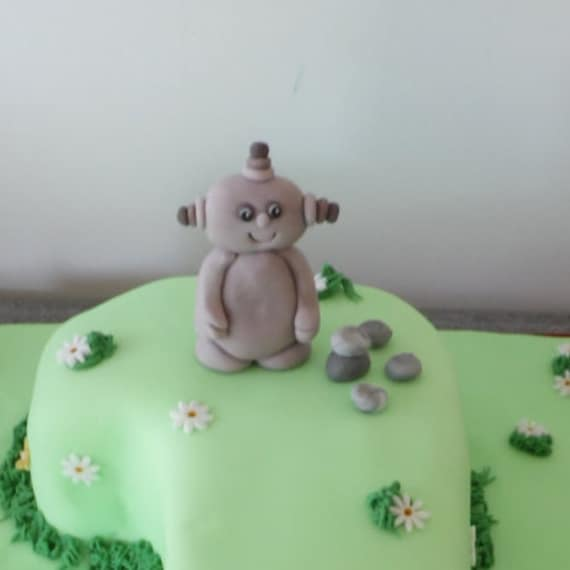 """IN THE NIGHT GARDEN UPSY DAISY FUN 7.5/"""" PERSONALISED EDIBLE ICING CAKE TOPPER"""