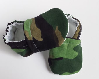 BOGO - code BOGO7 Camo moccasins,  camo soft sole baby shoes, camo crib shoes, camo baby booties