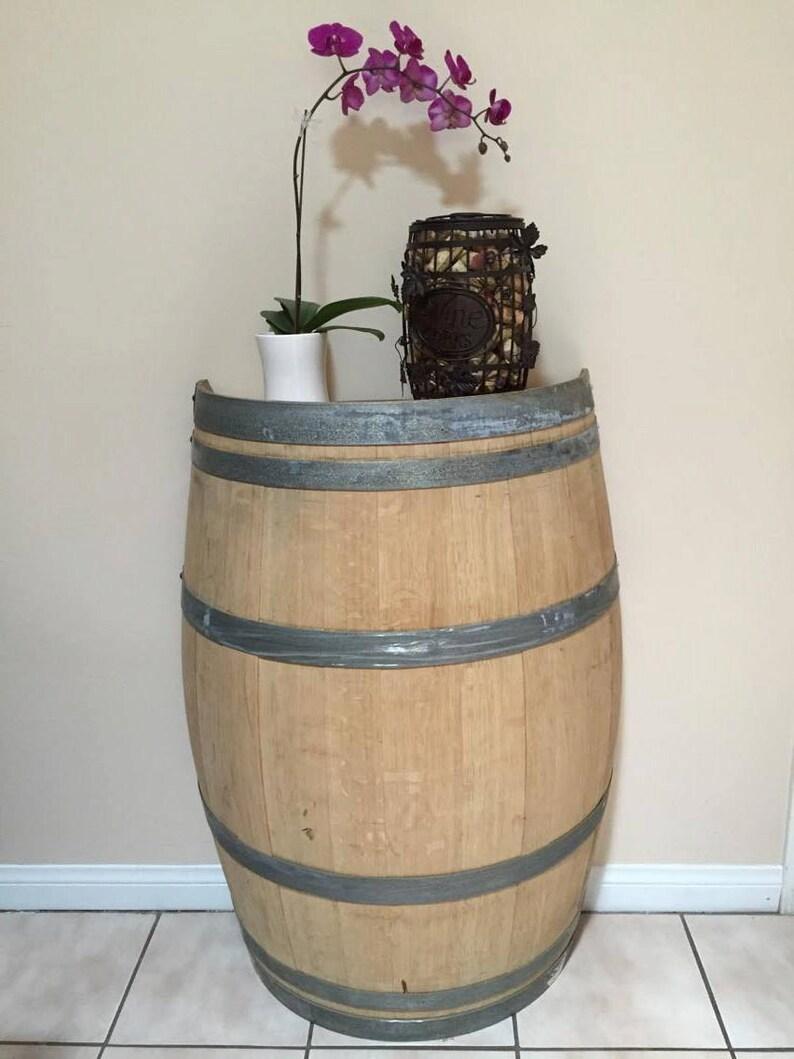 Meuble En Tonneau De Vin la moitié coupé ancien barrique, tonneau de vin foyer table-accent-vin de  table room decor