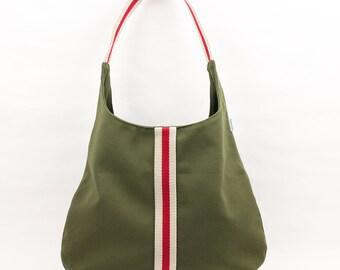 7b06c5821 Bolso color rojo con tira marino y crema y bolsillos interiores. Bolso de  loneta de algodón color rojo. 54,00 € Envío GRATIS
