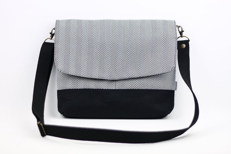 48a40264ac59 Gray herringbone fabric casual crossbody bag for women.