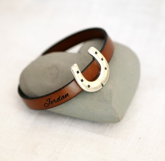 Personalized horseshoe leather bracelet gift vegetal cork equestrian gift engraved rider name or date or horse name