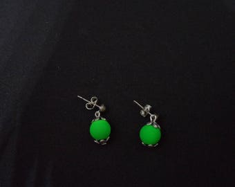 Earrings neon green beads