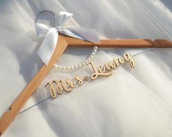 Bridal Hanger with Pearls, Wedding Dress Hanger, Personalized Wedding hanger, Custom Hanger, Bridesmaid Hanger, Bridal Shower Gift, Vet0012