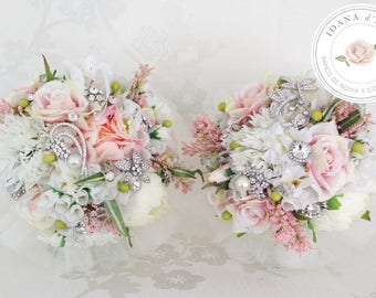 Bridal brooch bouquet, Beautiful bridal bouquet made with roseas, hydrangeas and silver brooches and pearls