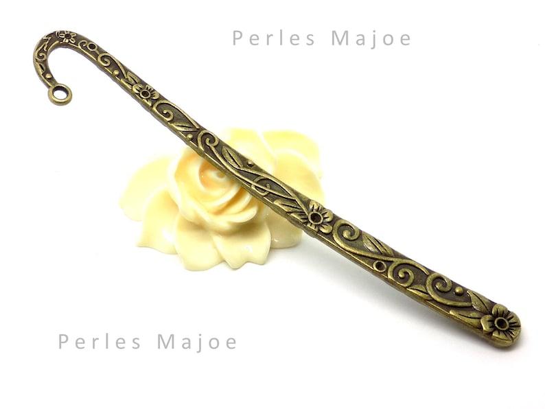 Marque page en m\u00e9tal d\u00e9cor\u00e9 fleurs arabesque couleur bronze antique