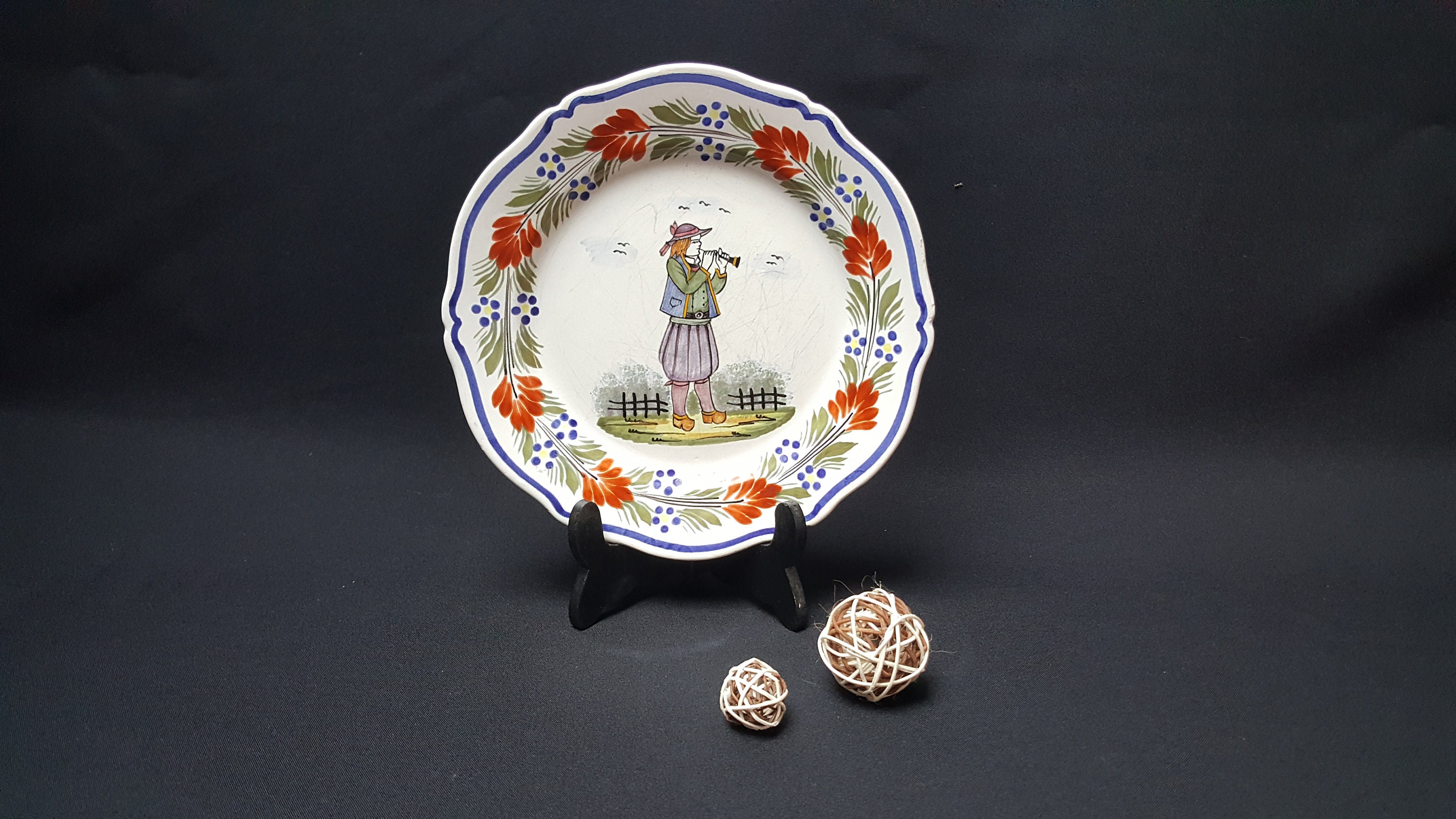 Deco De Table Bretonne plate earthenware brittany hb henriot quimper , breton peasant with a  flute, decoration plate , porcelain french , circa 1960 made in france