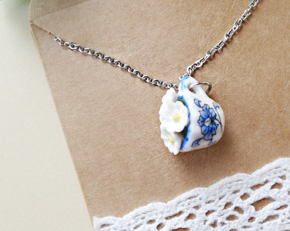 Tea cup daisy necklace, white daisies necklace, tea cup necklace