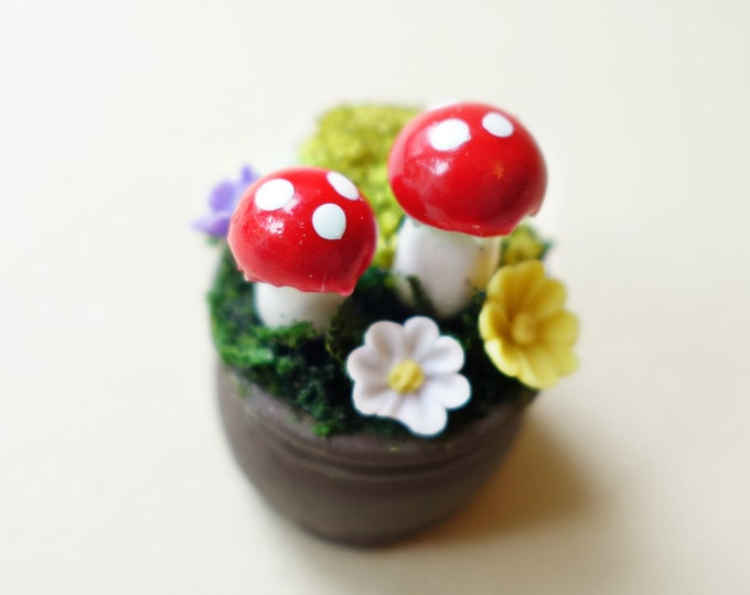 Mushroom planter B