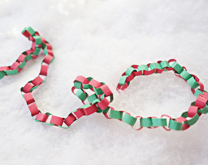 Miniature christmas paper chain
