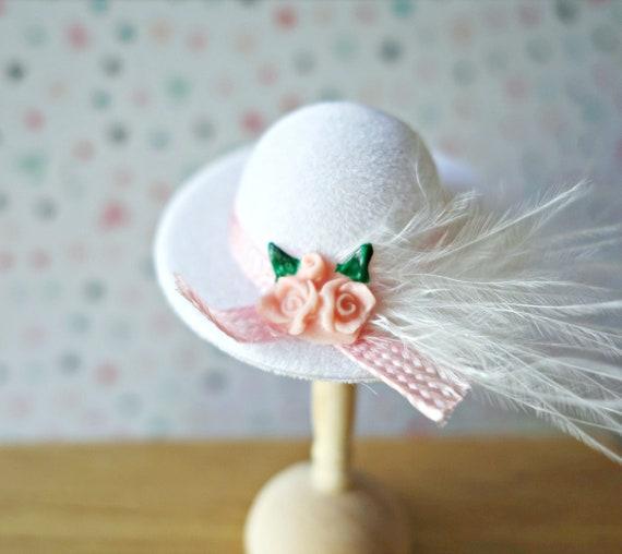 White fancy hat