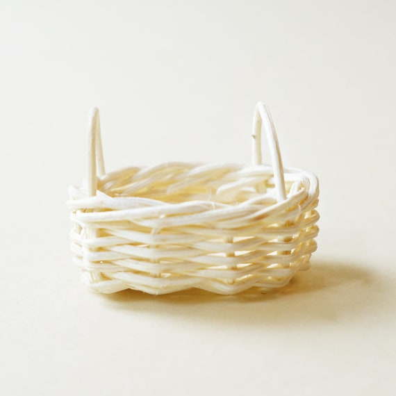 Small wicker basket