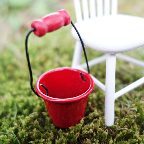 Red bucket, small