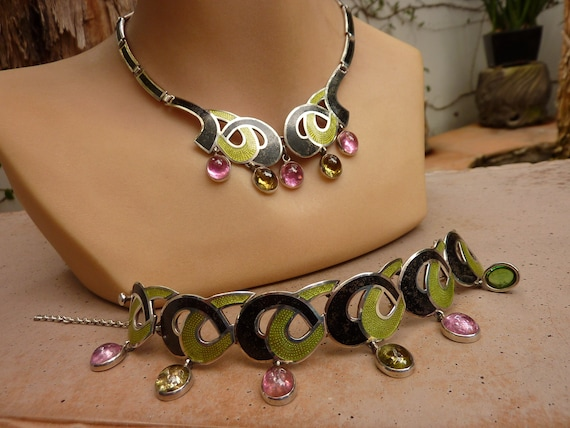 Lovely Looking Ladies Shiny Silver Chain Belt with Purple Gemstones Buckle S507