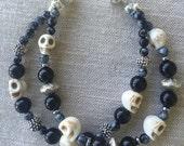 Halloween bracelet Black Onyx, Grey Agate and white Howlite skulls