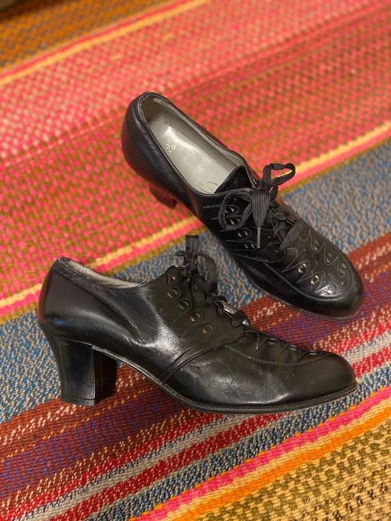 Vintage 1940s Shoes Black Oxfords Perforated Black